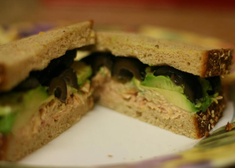 Tuna_olive_and_avocado_sandwich